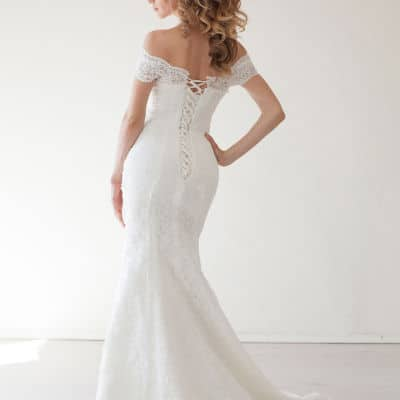 Hourglass Wedding Dress: 5 Must Have Styles and What to Avoid