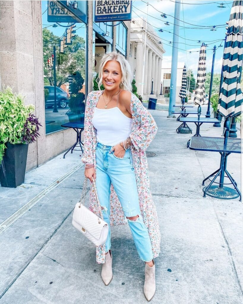 What to Wear With Mom Jeans
