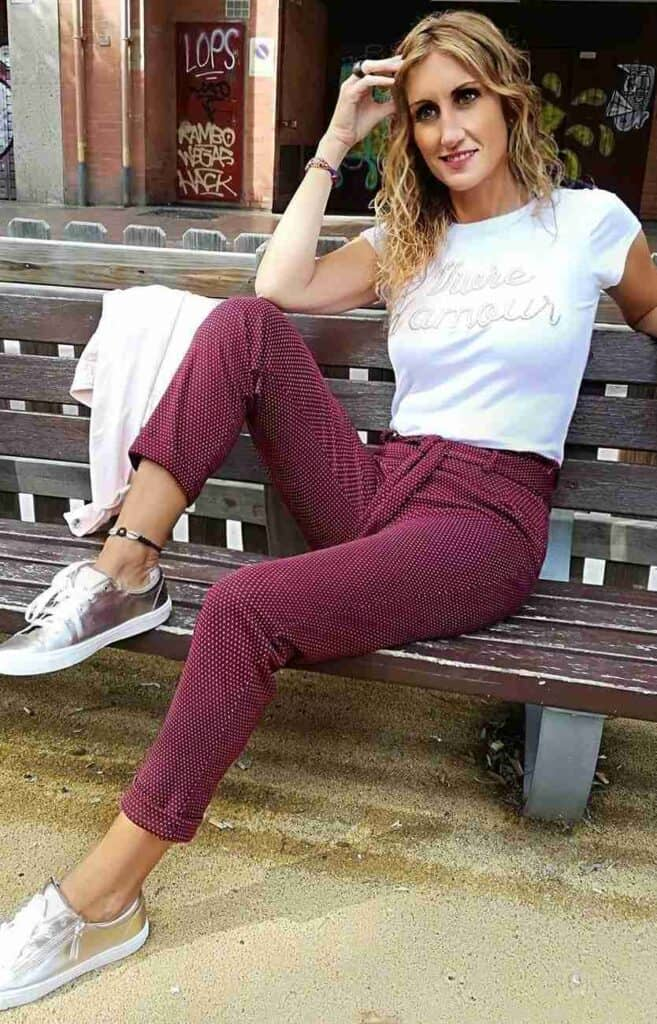 how to wear a burgundy pants looks