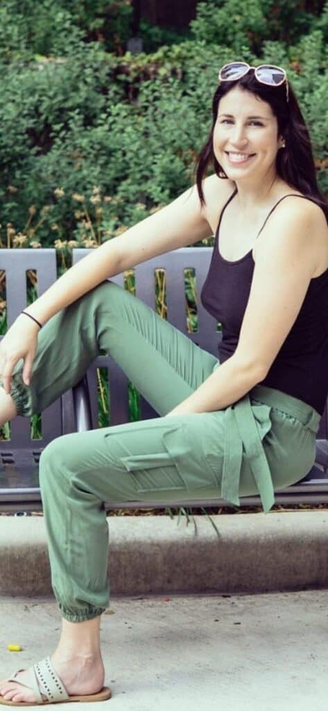 how to style olive green pants