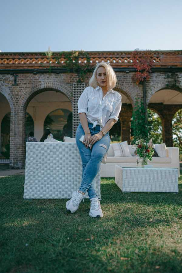 best outfits for mom jeans
