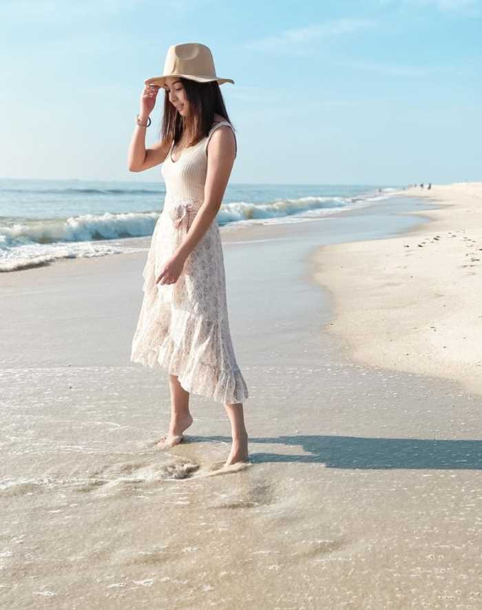 what tops to wear with a maxi skirt